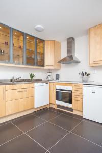 Kuchyň nebo kuchyňský kout v ubytování Gränna Lakeview