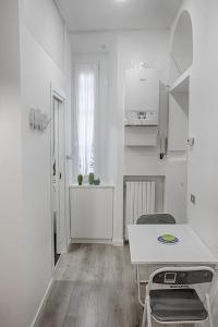 A kitchen or kitchenette at Bligny 64 - Bocconi cozy studio x2!