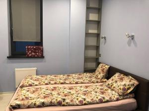 A bed or beds in a room at Aquamarine Apartment