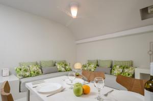 A restaurant or other place to eat at Antony Suites (Adults Only)