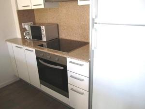 A kitchen or kitchenette at 182