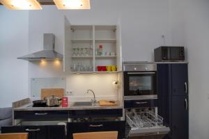 A kitchen or kitchenette at Pandoras home