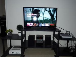 A television and/or entertainment center at Departamento Gabriela