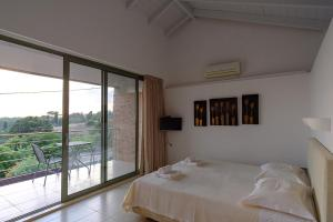 A bed or beds in a room at Gerakari Suites