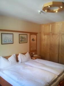 A bed or beds in a room at Chalet Belvedere
