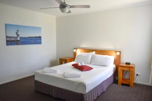 A bed or beds in a room at Beachside Holiday Apartments
