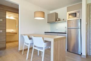 A kitchen or kitchenette at Sol Bahía Ibiza Suites