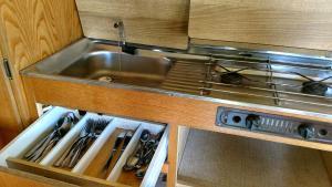 A kitchen or kitchenette at Wohnwagen