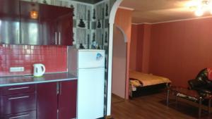 Кухня или мини-кухня в Современная студия на Набережной 133