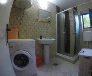 A bathroom at Apartments Vido