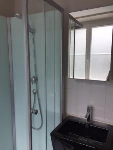 Salle de bains dans l'établissement Charmant studio
