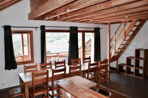 A restaurant or other place to eat at Chalet Arvina
