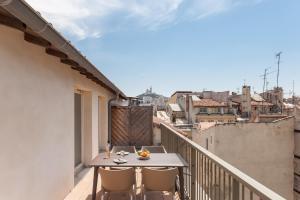Balcon ou terrasse dans l'établissement Residhotel Vieux Port