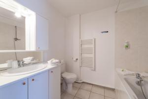 Salle de bains dans l'établissement Residhotel Vieux Port