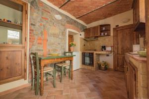 A kitchen or kitchenette at Borgo Isora