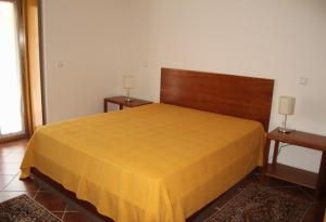 A bed or beds in a room at 'Casa do Afonso'