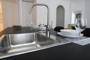 A kitchen or kitchenette at L'ETOILE★LEYCAHOME