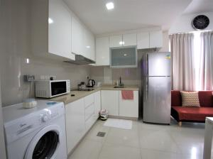 A kitchen or kitchenette at Ace Residences @ East Coast