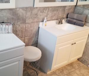 A bathroom at Strip, Mountain and City Train Views