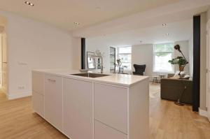 A kitchen or kitchenette at 2 bedroom apartment