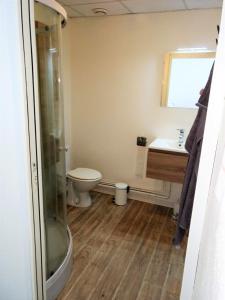 A bathroom at Studio neuf 40 m2