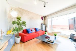 A seating area at PYR Select Madrid Rio VI