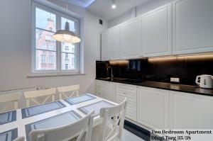 A kitchen or kitchenette at Apartament Długa Street