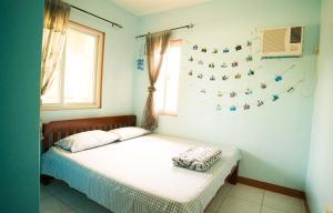 Кровать или кровати в номере Dumaguete Yvonne's Little Villa