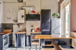 Cuisine ou kitchenette dans l'établissement Be My Home - Le Voyageur