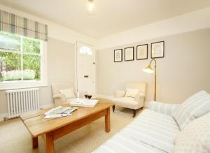 A seating area at Two Doves Cottage