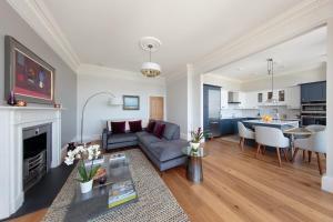 Predel za sedenje v nastanitvi 30B The Scores - 2018 luxury sea view apartment
