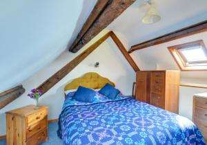 A bed or beds in a room at Cesail y Coed