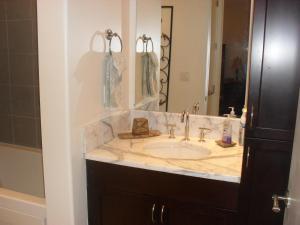 A bathroom at Diamond Beach 316