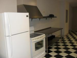 A kitchen or kitchenette at Diamond Beach 316