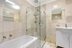 A bathroom at Balmain Self-Contained Modern Two-Bedroom Apartment (5738DAR)
