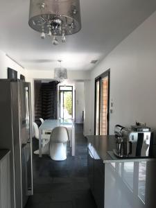 A kitchen or kitchenette at Villa Caramac