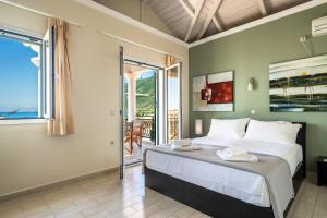 Ένα ή περισσότερα κρεβάτια σε δωμάτιο στο Aktes villas