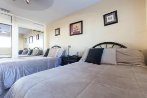 A bed or beds in a room at Hollywood Hills Home