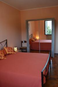 A bed or beds in a room at Terrazza sul Lago