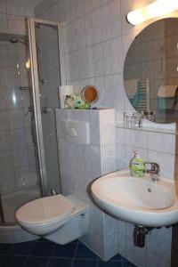 Ein Badezimmer in der Unterkunft Gästehaus Penzkofer F****