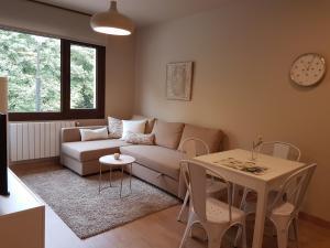 Zona de estar de Apartamentos La Senda de Llanes