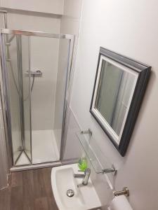 A bathroom at Winton Apartments