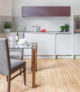 A kitchen or kitchenette at SACO Bath - St James Parade