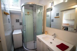 Salle de bains dans l'établissement l'INTERMEDE