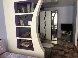 Телевизор и/или развлекательный центр в Apartment on Lenina 8