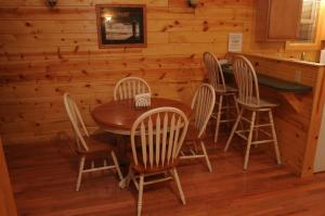 A restaurant or other place to eat at The Cabins at Pine Haven - Beckley