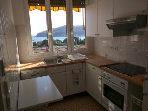 A kitchen or kitchenette at 1045 Boulevard Napoléon III