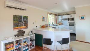 A kitchen or kitchenette at Solveena