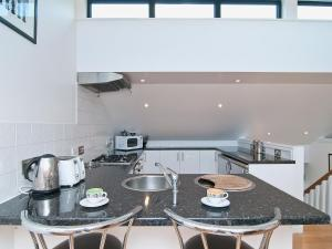 A kitchen or kitchenette at No 1 The Old Coalyard