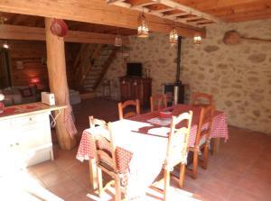 Restaurant ou autre lieu de restauration dans l'établissement DOMAINE DE CERCET - REINETTE